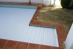 cubierta-de-lamas-en-superficie-para-piscina-01