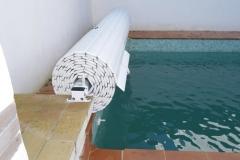 cubierta-de-lamas-en-superficie-para-piscina-07