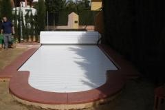 cubiertas-de-lamas-en-superficie-con-cajon-opcional-para-piscina-01